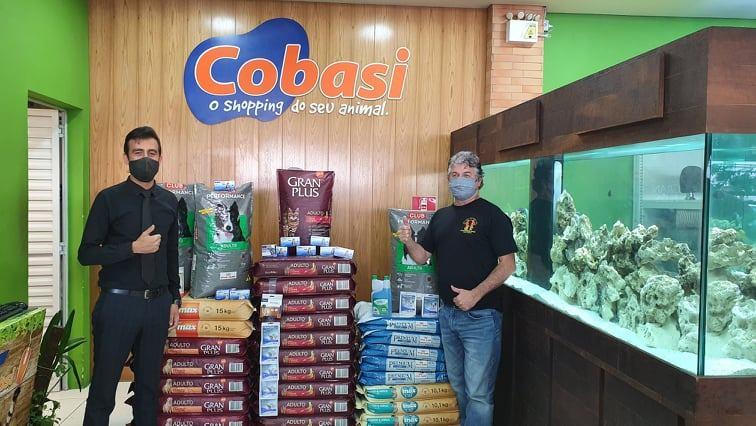 Ração e outras doações da Cobasi para ONGs