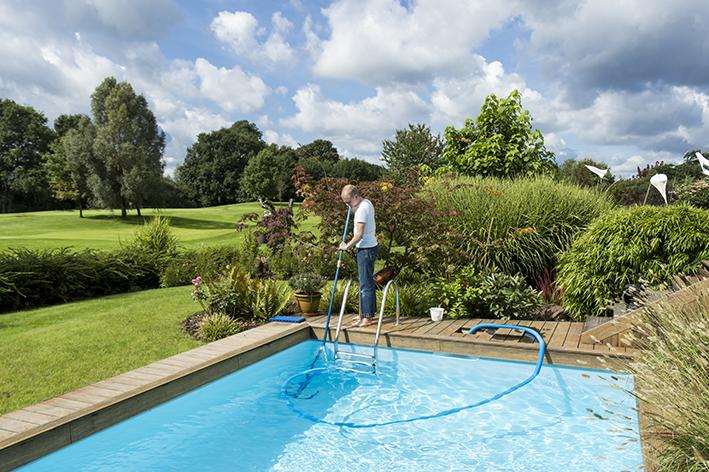 Como tratar a água da piscina