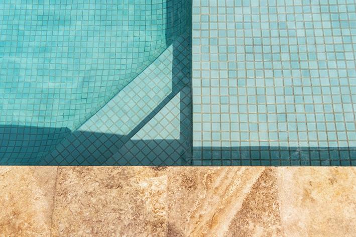 melhor piso para colocar em volta da piscina