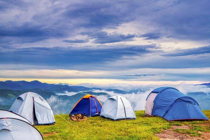 O que levar para acampar: veja o que não pode faltar